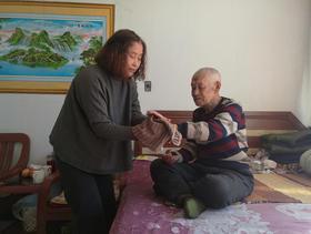 韩立科:给生命垂危的孤寡老人一个家